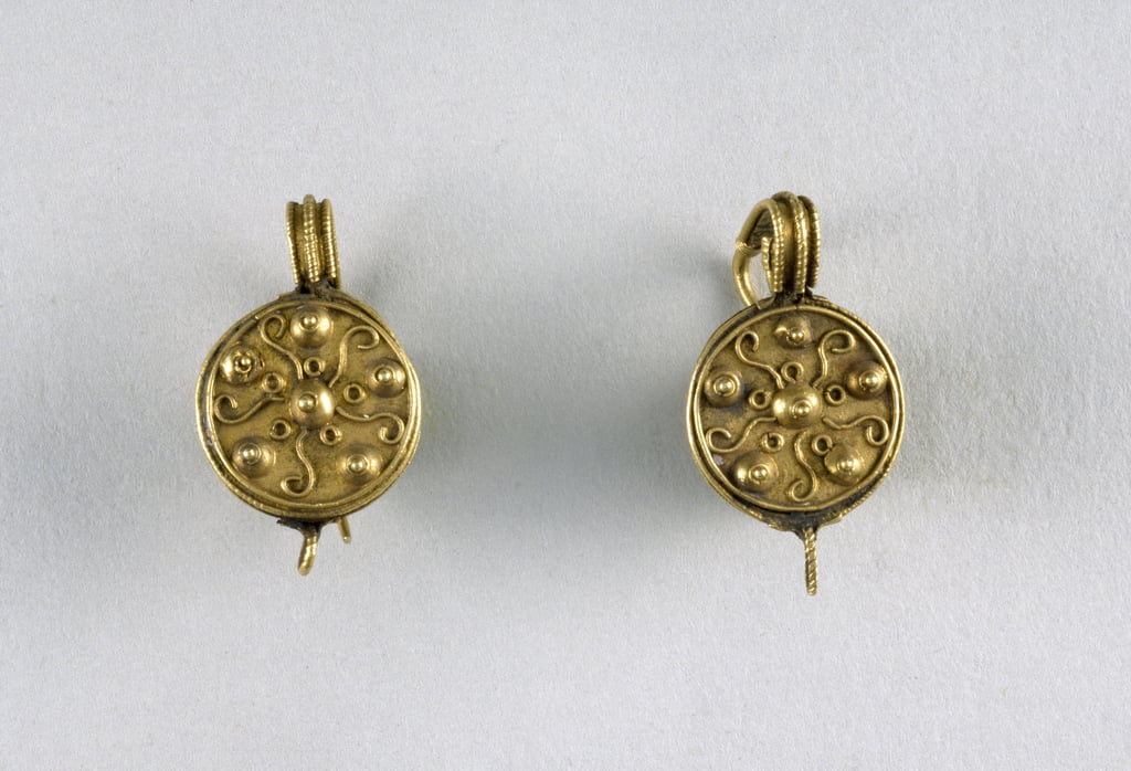Disc Earrings, c.1st century (gold) by Byzantine