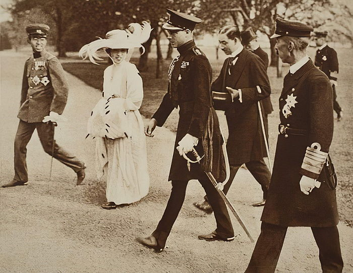 King Edward VIII with the Empress of Japan, and the Cro... (#331437)