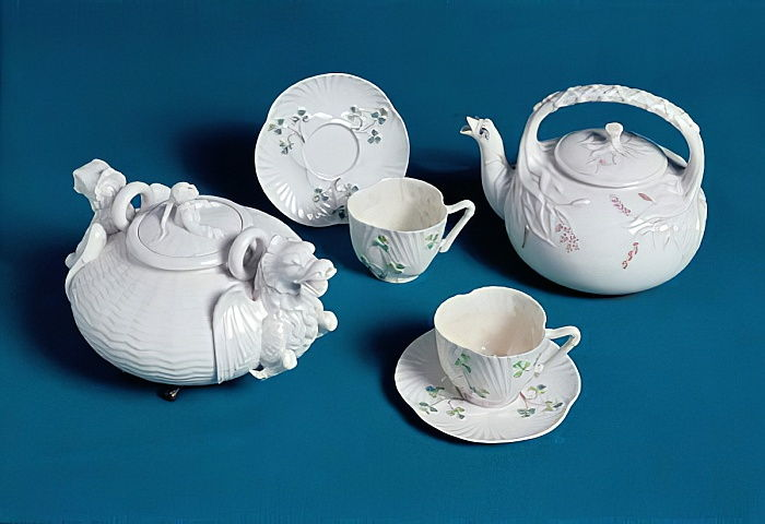 Belleek tea service (porcelain) by English School