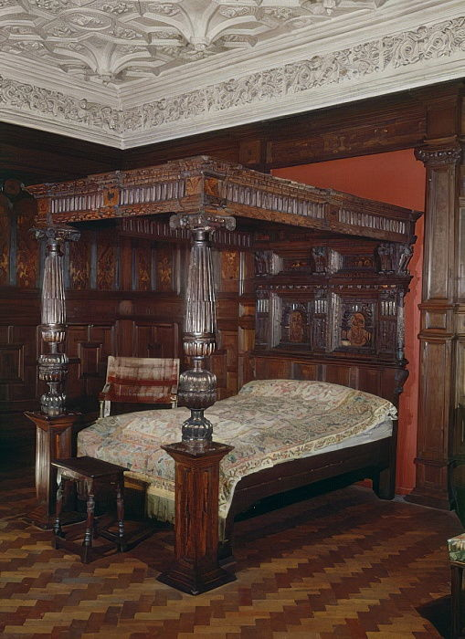 Four-poster bed, carved oak, 16th-17th century by Unbekannt Unbekannt