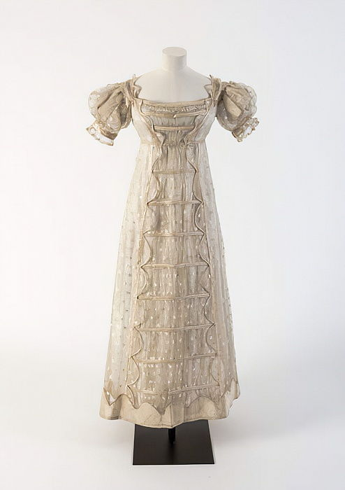Cream silk gauze Madras lace frock with silk satin detail, 1817 (silk & lace) by Unbekannt Unbekannt
